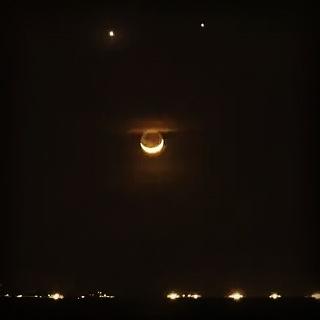 لبخند ماه